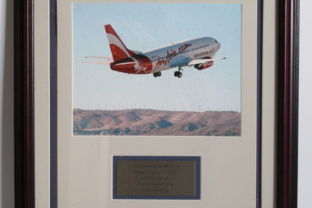 Commemorating-the-delivery-of-Boeing737-300-SN-25071
