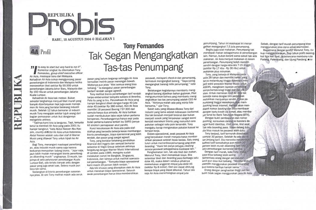Tony Fernandes, Tak Segan Mengangkatkan Tas-tas Penumpang