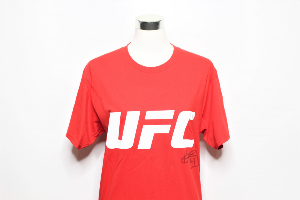 UFC Kevin Lee signed shirt (1)